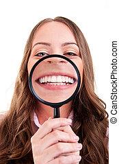 婦女, 顯示, 她, 牙齒, thrue, 有放大能力