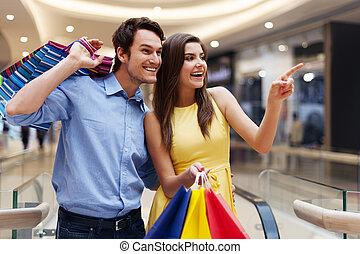 婦女, 顯示, 某事, 在, the, 購物中心