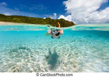 婦女, snorkeling, 在, 熱帶的水
