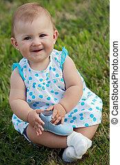嬰孩, 在草上