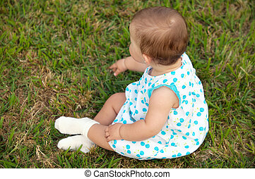 嬰孩, 草