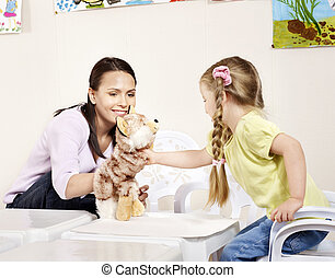 子が遊ぶ, ∥で∥, 教師, 中に, preschool.