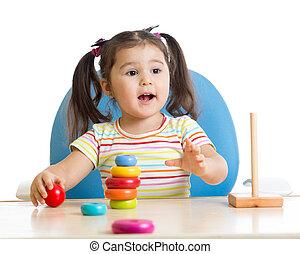 子が遊ぶ, ∥で∥, 色, ピラミッド, おもちゃ