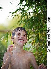 子が遊ぶ, 水