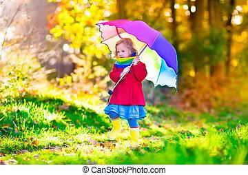子が遊ぶ, 雨, ∥で∥, 傘, 中に, 秋, 公園