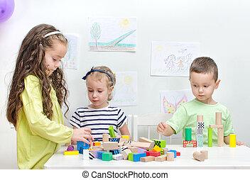子供たちが遊ぶ, ∥で∥, ブロック, 中に, 幼稚園