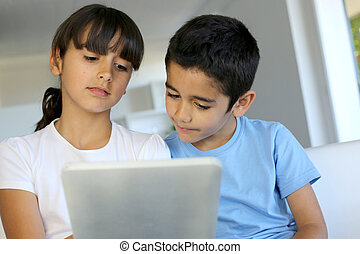 子供たちが遊ぶ, ∥で∥, 電子, タブレット, 家で
