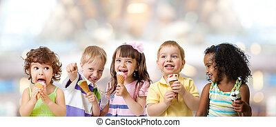 子供たちが食べる, 氷, グループ, パーティー, カフェ, クリーム