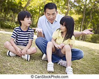 子供たちの父親となりなさい, 公園, アジア人, 話し