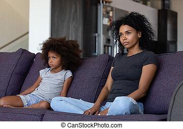 子供, すねている, モデル, ソファー, アフリカ, 話し, 母, ない