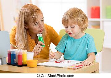 子供, ∥で∥, 教師, ドロー, ペンキ, 中に, プレーしなさい, room., preschool.