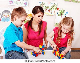 子供, ∥で∥, 木ブロック, 中に, プレーしなさい, room.
