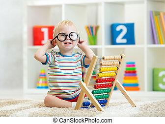 子供, よちよち歩きの子, ∥で∥, メガネ, 遊び, そろばん