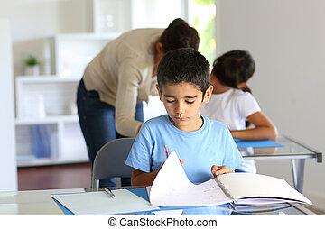 子供, クラスで, ∥で∥, 教師