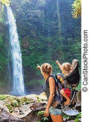 子供, バックパック, 母, 探検しなさい, 滝, 保有物, rainforest