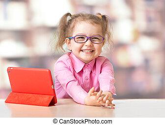 子供, モデル, ∥で∥, タブレット, コンピュータ, 中に, 部屋