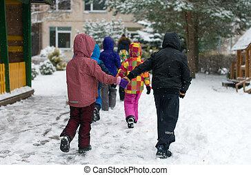 子供, 上に, 入って来なさい, 幼稚園, 中に, ∥, winter.