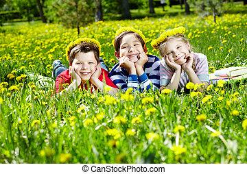 子供, 上に, 林間の空き地
