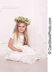 子供, 中に, 服, ∥で∥, 花の頭, wreath., 白い背景