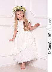 子供, 中に, 服, ∥で∥, 花, 頭, wreath., 白い背景