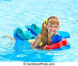 子供, 中に, 水泳, pool.