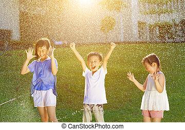 子供, 噴水, 水, 楽しみ, 持つ, 遊び, 幸せ