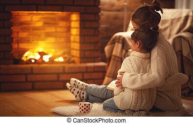 子供, 夕方, 冬, 家族, 母, 暖かい, 抱擁, 暖炉