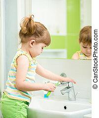子供, 女の子, 中に, 浴室