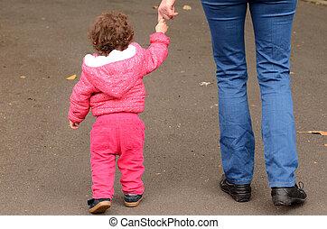 子供, 彼の, 母, 歩く, 公園, 手, 把握