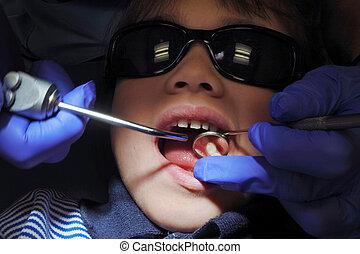 子供, 患者, 持つこと, 彼女, 歯, 検査される, によって, 専門家, 歯科医