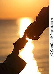 子供, 根絶, 日没, 指, 夕方, の間, adjoin, 人, 陸上, シルエット, 栽培された, 手