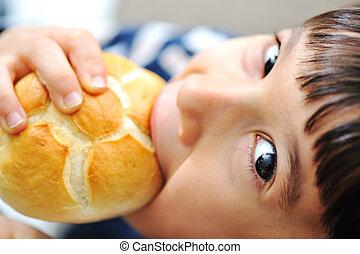 子供, 男の子, ある, 食べること, a, bread
