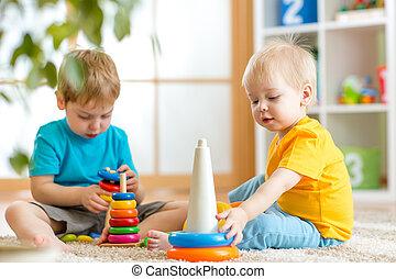 子供, 男の子, ∥で∥, おもちゃ, 中に, 遊戯場