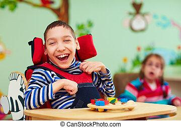 子供, 男の子, 朗らかである, 中心, 必要性, リハビリテーション, 特別, 不能