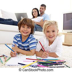 子供, 親, リビングルーム, ソファー, 図画