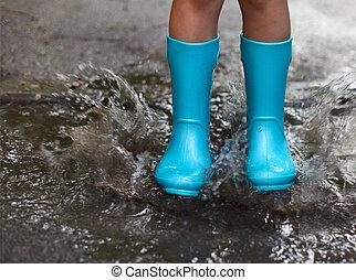 子供, 身に着けていること, 青, 雨ブーツ, 跳躍, に, a, 水たまり