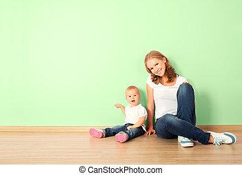 子供, 部屋, 家族, 床, 壁, モデル, 母, 家, よちよち歩きの子, 空, 幸せ