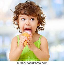 子供, 食べること, 氷, cream., funy, 巻き毛, 子供, ∥で∥, アイスクリーム, 上に, ぼんやりさせられた, バックグラウンド。