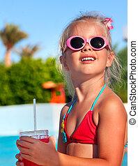 子供, 飲むこと, 近くに, 水泳, pool.
