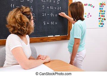 学校の 女の子, 執筆, 解決, 上に, 黒板