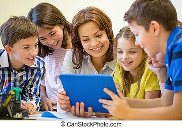 学校の 子供, グループ, タブレットの pc, 教師