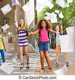 学校の 子供, グループ, 後で, 楽しい時を 過しなさい, クラス
