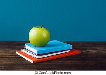 学校本, アップル, 机