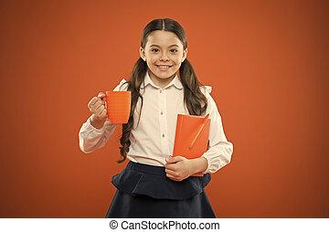 学校, すべて, book., 壊れなさい, 幸せ, かわいい, 楽しむ, バックグラウンド。, 暑い, depends, 子供, 女生徒, 彼女, 女の子, 飲みなさい, カップ, オレンジ, 持つこと, メモ, 小さい, 微笑, breakfast., 幸福