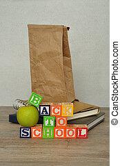 学校, ブロック, 言葉, カラフルである, 袋, apple., アルファベット, 示された, 背中, spelled, ペーパー, 昼食, 本, 緑の背景, テーブル, 白, 山