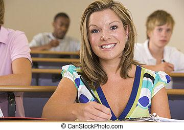 学生, クラスで, メモをとる, (selective, focus)
