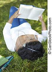 学生, 公園, のんびりしている, 音楽が聞く, 修正する