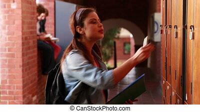 学生, 歩くこと, へ, 彼女, ロッカー, そして, o
