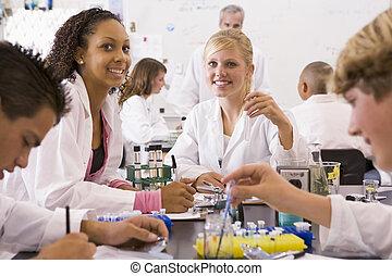 学童, そして, ∥(彼・それ)ら∥, 教師, 中に, a, 高校, 科学の クラス