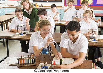 学童, そして, 教師, 中に, 科学の クラス